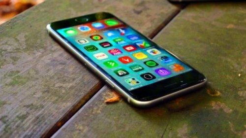 Apple обновит экран в 2017 у iPhone 7S
